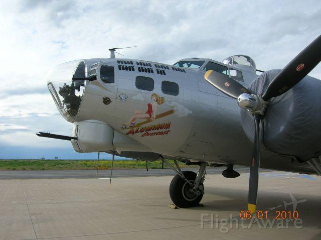 Boeing B-17 Flying Fortress (N5017N) - Beautiful old war veteran.