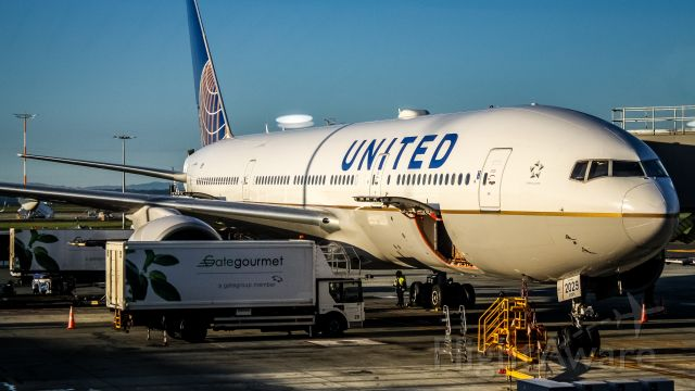 Boeing 777-200 (N229UA) - Just after disembarking (San Francisco to Auckland)