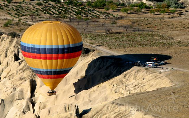Unknown/Generic Balloon (TC-BDK) - TC-BDK climbing out of the Valley of Love, Cappadocia, Turkey, preparing for the landing, ground crews at the ready.