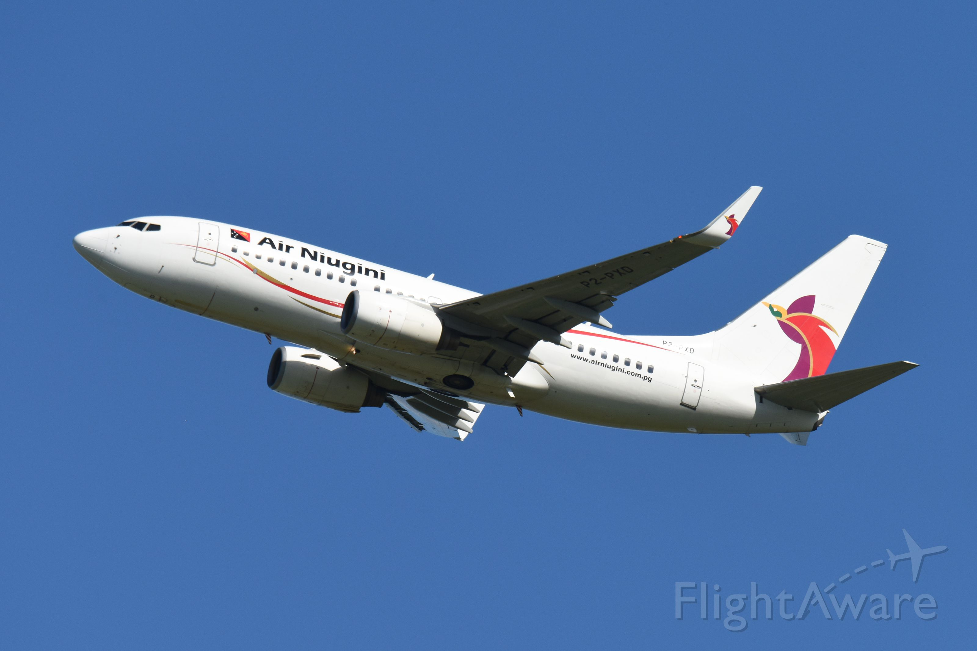 Boeing 737-700 (P2-PXD)