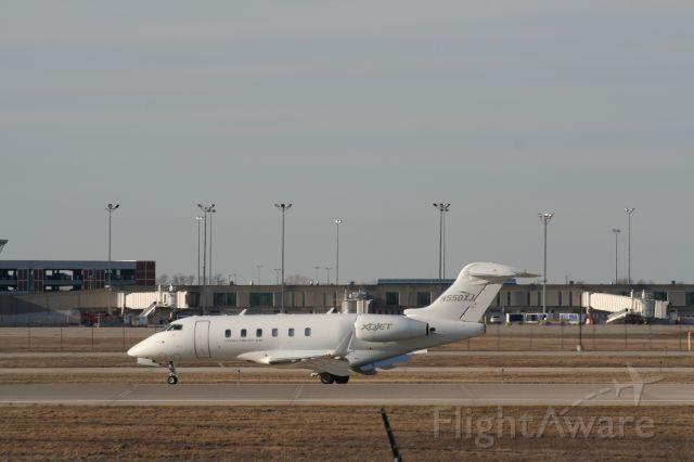 Bombardier Challenger 300 (N550XJ)