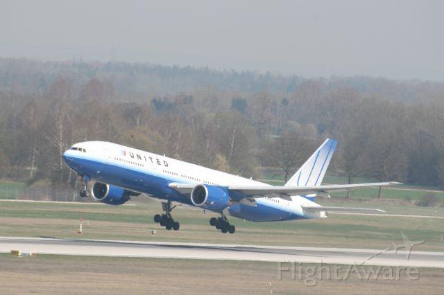 Boeing 777-200 (N778UA) - United 903 departing Munich 26R Aril 7th 2009