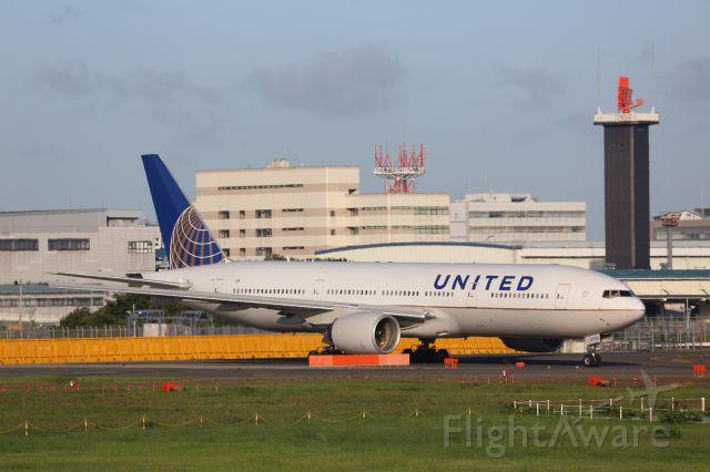 Boeing 777-200 (N796UA)