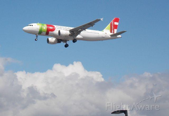 Airbus A320 (CS-TNT)