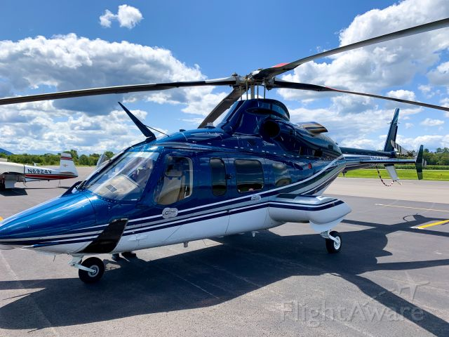 Bell 430 (N255MK) - Caught up with two pilots transporting doctors between different hospitals in hopes of bringing living organs to the origin hospital. Was super happy to learn more about this Bell aircraft and the origin of this beauty.