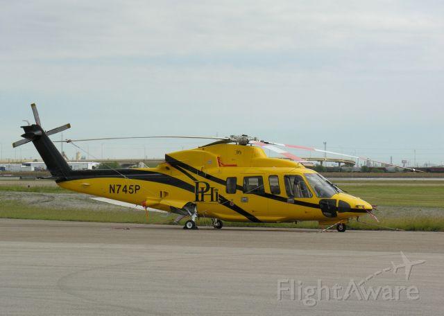 Sikorsky S-76 (N745P)