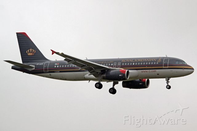 Airbus A320 (JY-AYF)