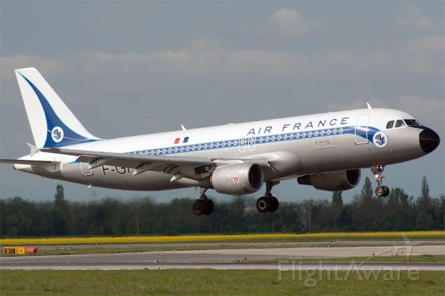 Airbus A320 (F-GFKJ)