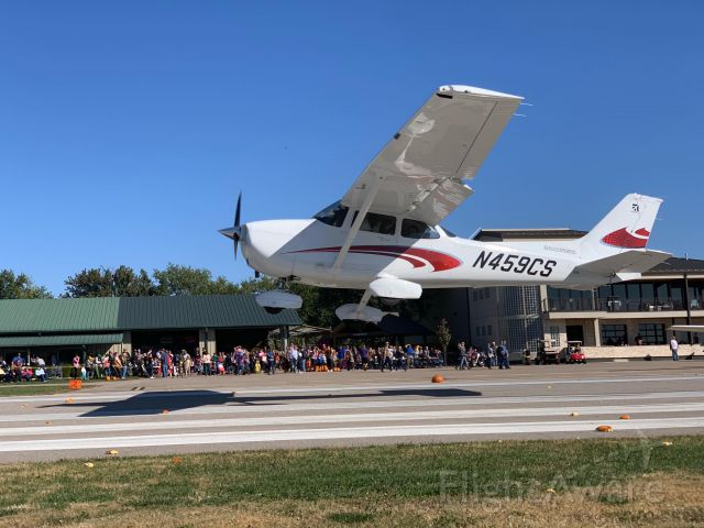 Cessna Skyhawk (N459CS) - Textron Flying Club aircraft participating in the 2018 Stearman Pumpkin Drop.