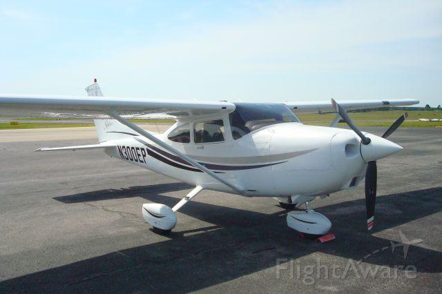 Cessna Skylane (N300EP)