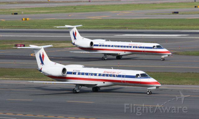 Embraer ERJ-135 (N739AE)