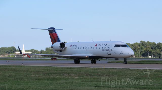 Canadair Regional Jet CRJ-200 (N8930E) - Flagship 3757 taxiing out to RW05 at Norfolk for LaGuardia.