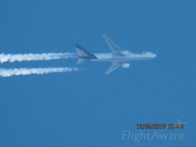 BOEING 767-300 (N164FE)