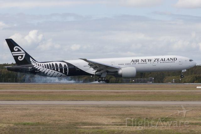 BOEING 777-300 (ZK-OKO) - Smoking the rears on landing!