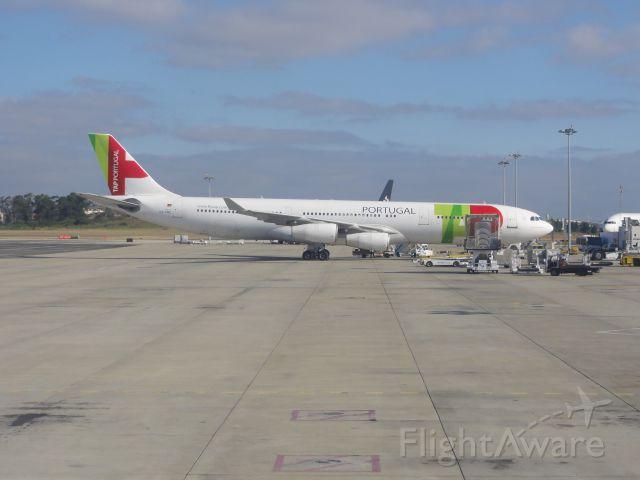 Airbus A340-300 (CS-TOC)