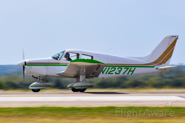 Piper Cherokee (N1237J)