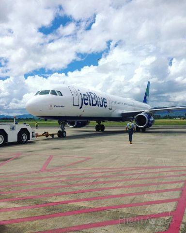 Airbus A321 (N975JT)