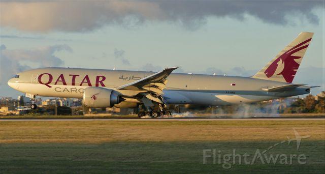Boeing 777-200 (A7-BFU) - On landing RWY31