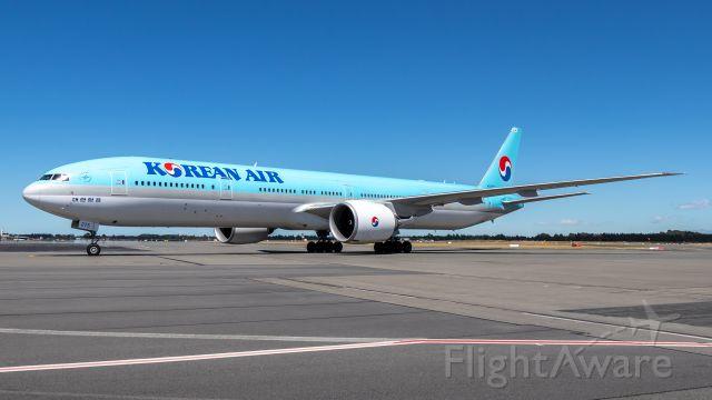 BOEING 777-300ER (HL8275)