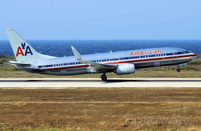 Boeing 737-800 (N885NN)