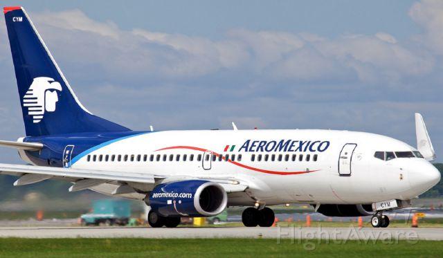 Boeing 737-700 (XA-CYM) - inicio de carrera para rotacion ruta MMMX-MMUN