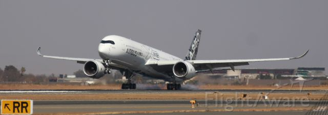 Airbus A350-900 (F-WWYB) - A350-900 Test flight, with touch and go