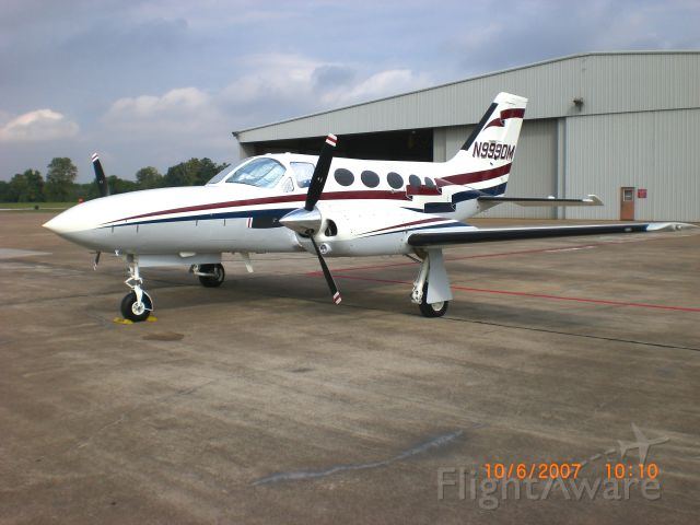 Cessna 421 (N999DM)