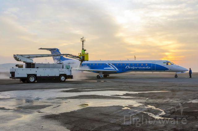 Embraer ERJ-145 (UR-DPB)