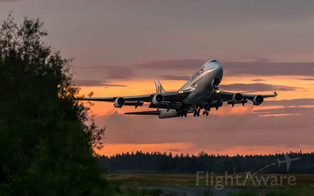 Boeing 747-400 (EC-KQC) - Take off from rwy 19R