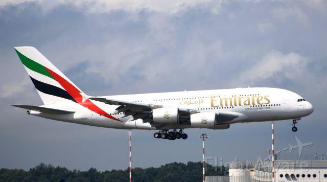 — — - emirates airbus a380