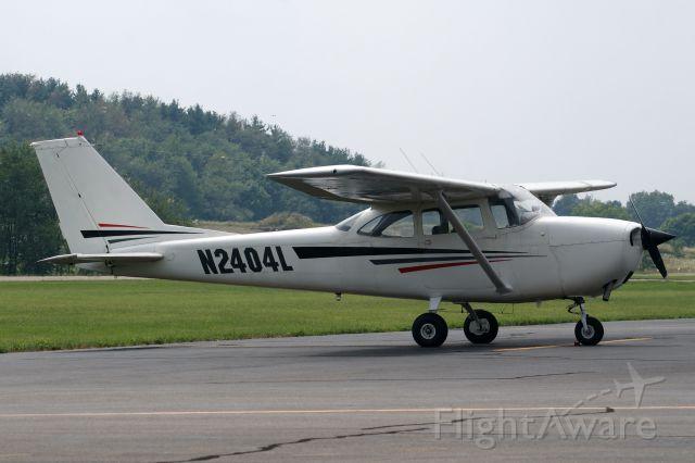 Cessna Skyhawk (N2404L)