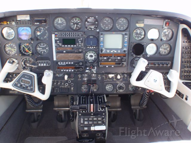 Beechcraft Duke (N422SB) - Original Panel