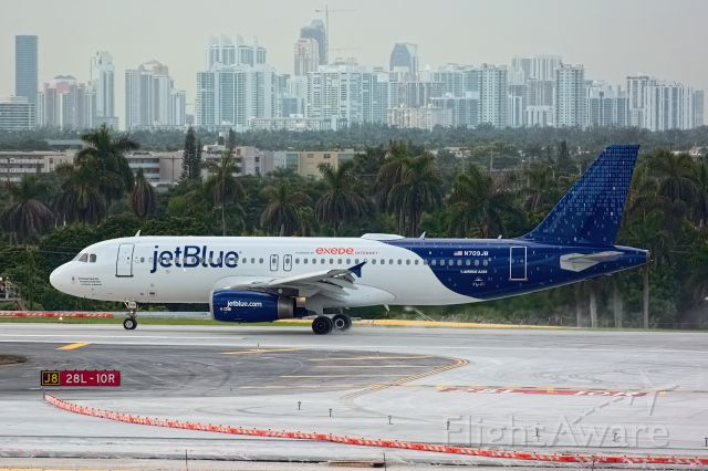 Airbus A320 (N709JB) - Roll out of 09/18 inaugural landing for KFLL