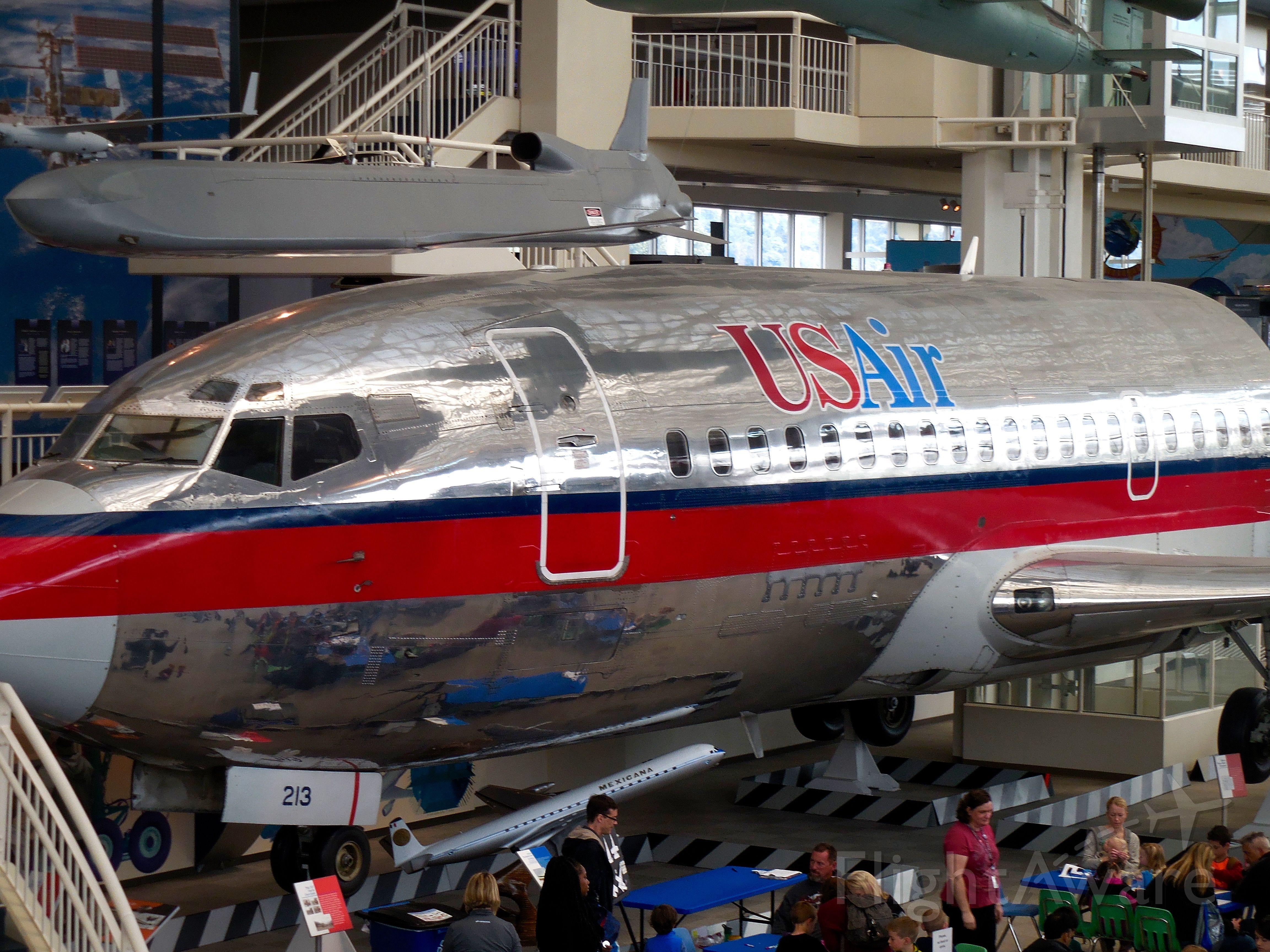 Boeing 737-200 (N213US)