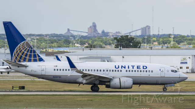 Boeing 737-700 (N15751) - Arriving 13Rbr /7/15/17