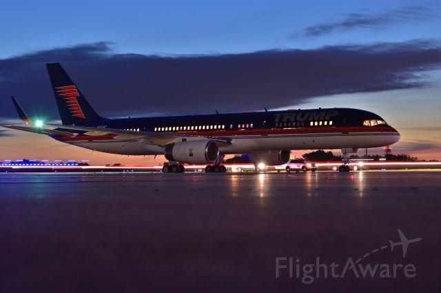 Boeing 757-200 (N757AF) - Getting ready to depart.