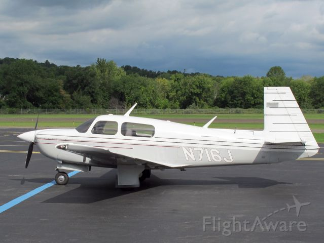 Mooney M-20 (N716J) - A fast aircraft!