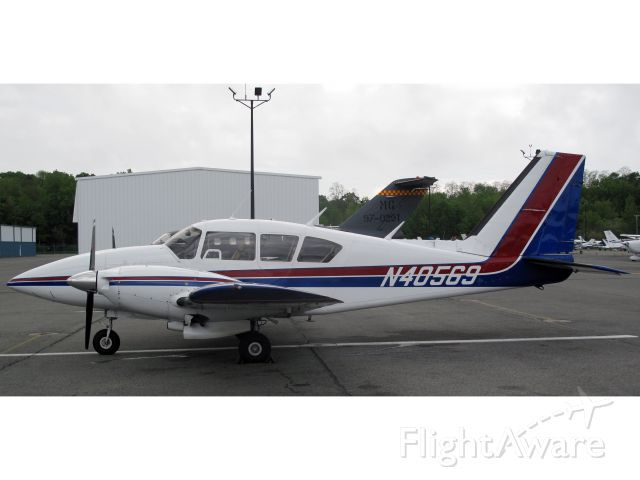Piper Aztec (N40569) - A very nice aircraft!