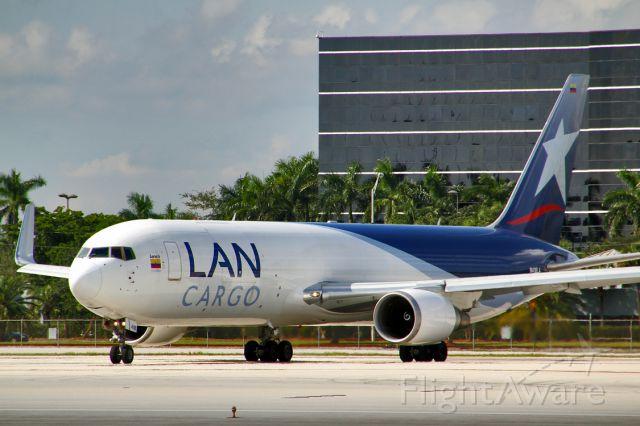 BOEING 767-300 (N418LA)