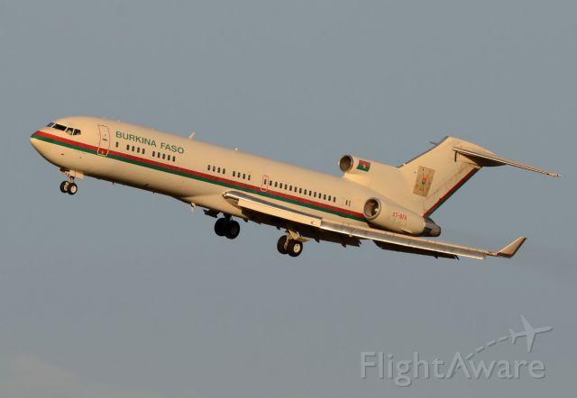 Boeing 727-100 (XT-BFA) - Burkina Faso Government<br />Landing 25