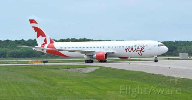 BOEING 767-300 (C-GHPE)