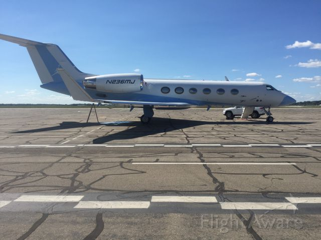 Gulfstream Aerospace Gulfstream IV (N236MJ) - Michael Jordons G V pays a visit to Willow Run.