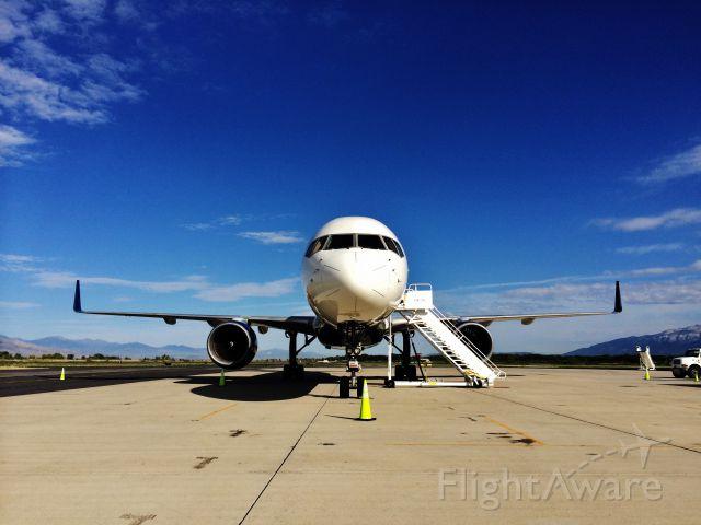 Boeing 757-200 (N543US)