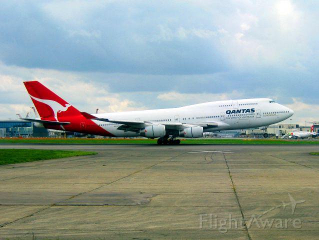 Boeing 747-400 (VH-OJT) - QFA29 landing from MEL via HKG