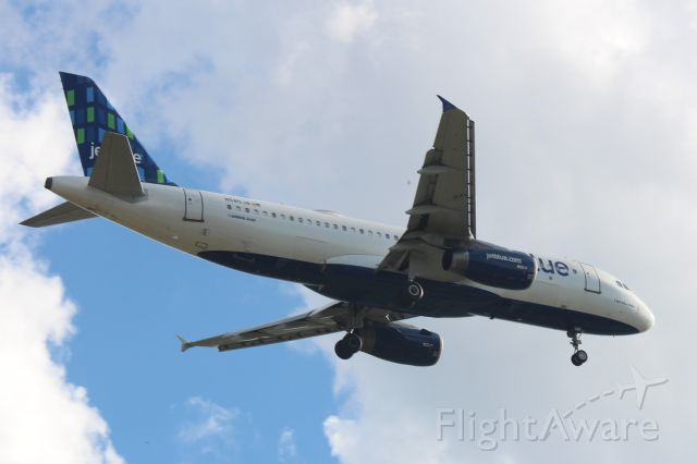 "Airbus A320 (N585JB) - Landing Runway: 27L. IFR. Squawk 7105. Operating as ""Jet Blue"" JBU105/B6105 on 9/04/2018"