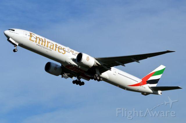 BOEING 777-200LR (A6-EBR)