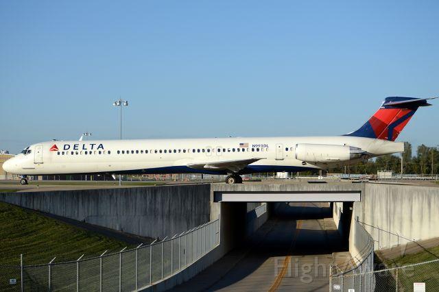 McDonnell Douglas MD-88 (N993DL) - October 2012