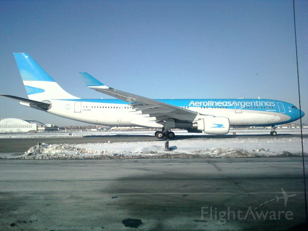 — — - A330-200