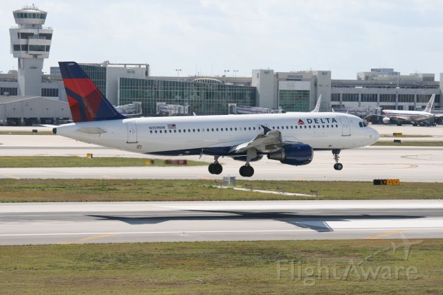 Airbus A320 (N359NW) - Landing in Miami 8R