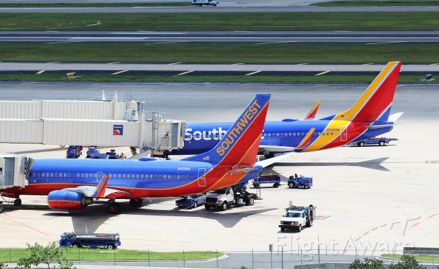 Boeing 737-700 (N411WN) - Dual Southwest Airlines B737-7H4(WL)